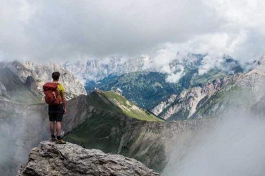 【免费】多彩轻探险 X Wework 横跨四个国家 一生必须挑战一次——环勃朗峰徒步旅行分享,打卡网