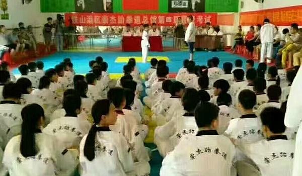 崇杰跆拳道户外团队拓展活动