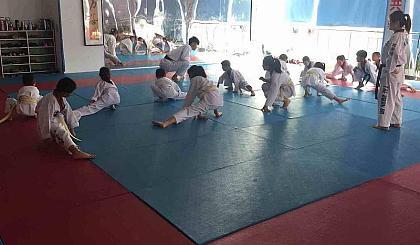 免费体验跆拳道柔道课