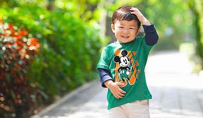 暑假将来临,让小朋友有个愉快的假期,【香港摄影师】亲临免费拍儿童照。