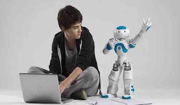 """""""机器人总动员""""来啦!          机器人课程,免费学!"""